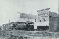 St._Johns,_Oregon_electric_trolley,_1904
